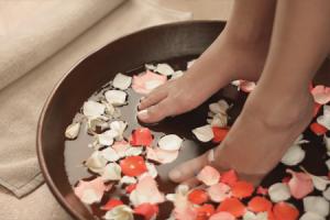 Dekorative Fußpflege - Das Fussbad von Süda