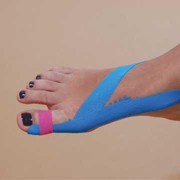 Fuß mit blauen Tape